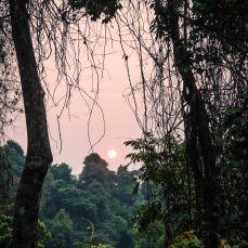 Sonnenuntergang an dem Wasserfall Tad Itou